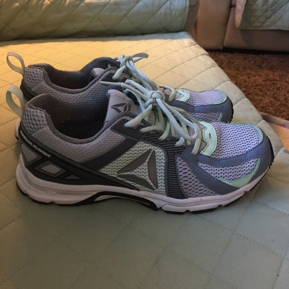 5b81f38b6c98 Reebok Shoes - Women s Reebok tennis shoes size 8.5